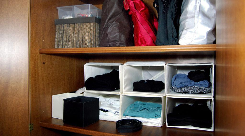 Come organizzare lo spazio in un vecchio armadio - Camera armadio fai da te ...
