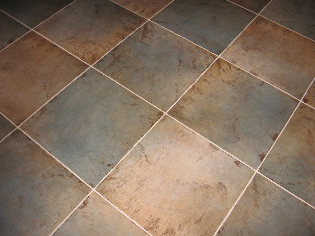 Come pulire le fughe tra le piastrelle - Stuccare piastrelle bagno ...