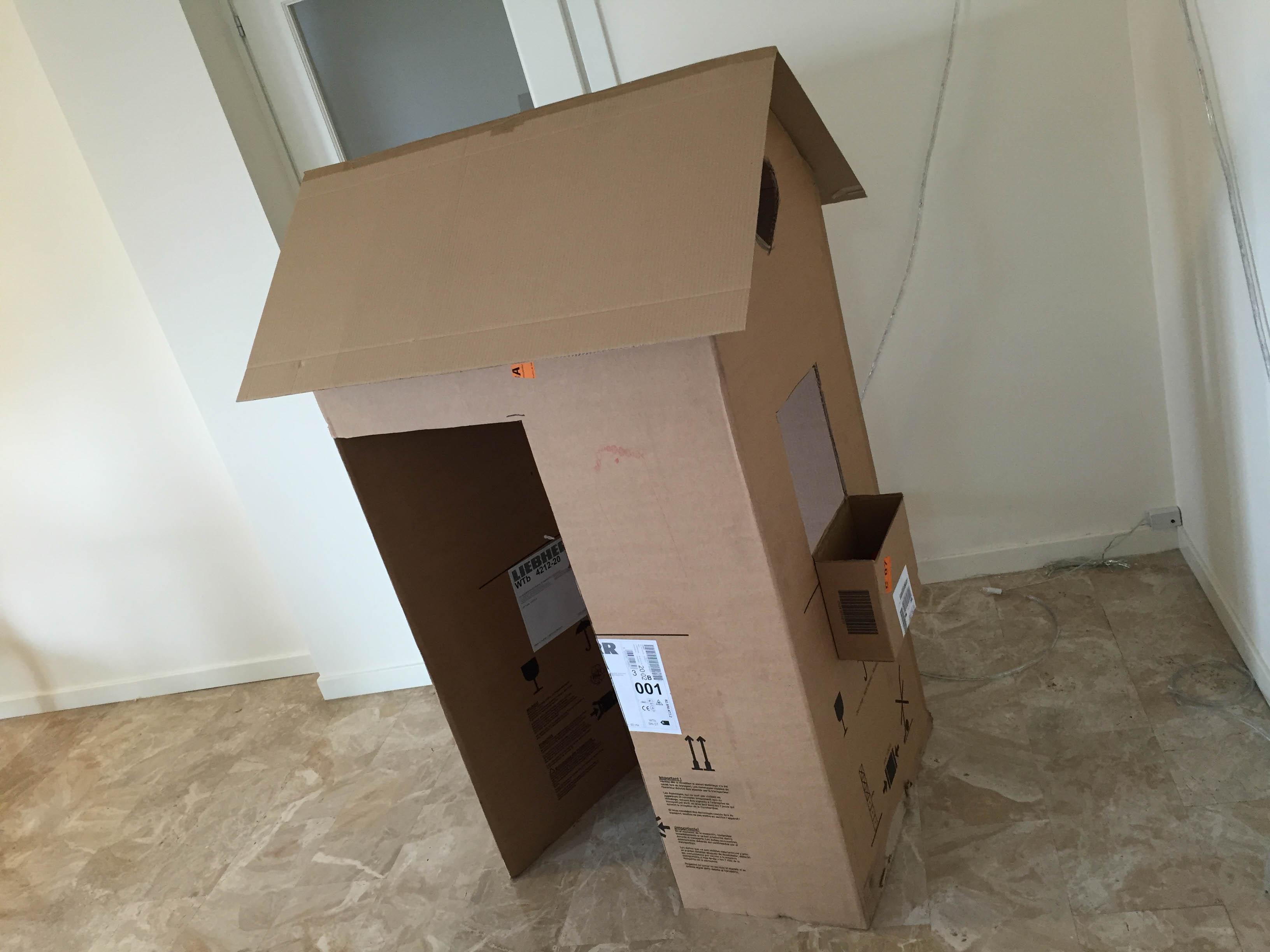 Come costruire una casetta giocattolo in cartone - Come costruire una casa in miniatura ...