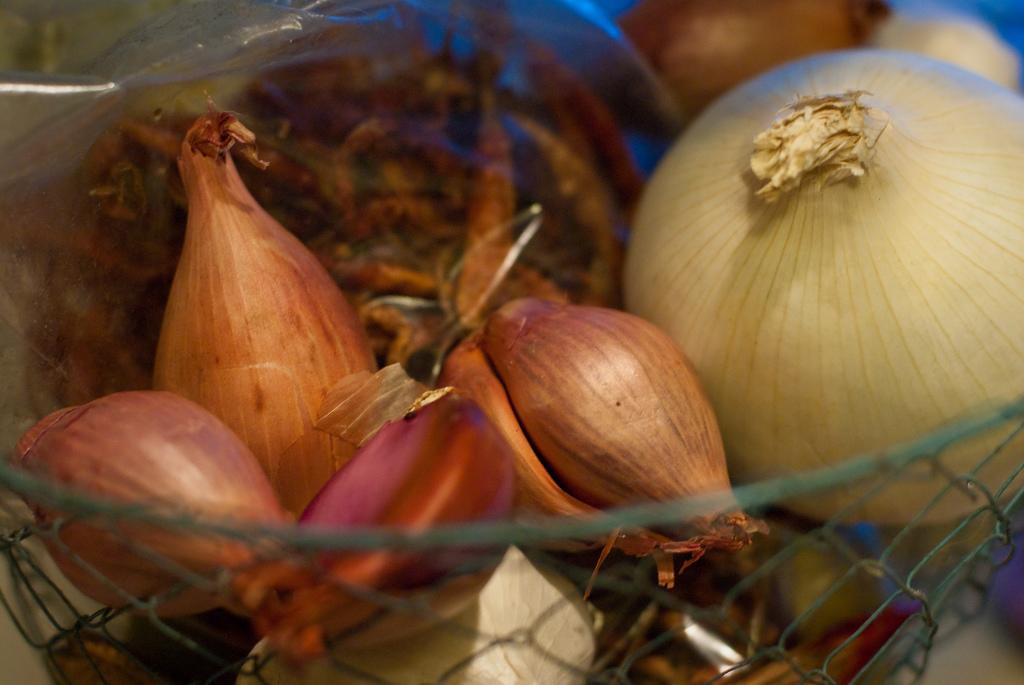 Come togliere l'odore di aglio e cipolla dalle mani