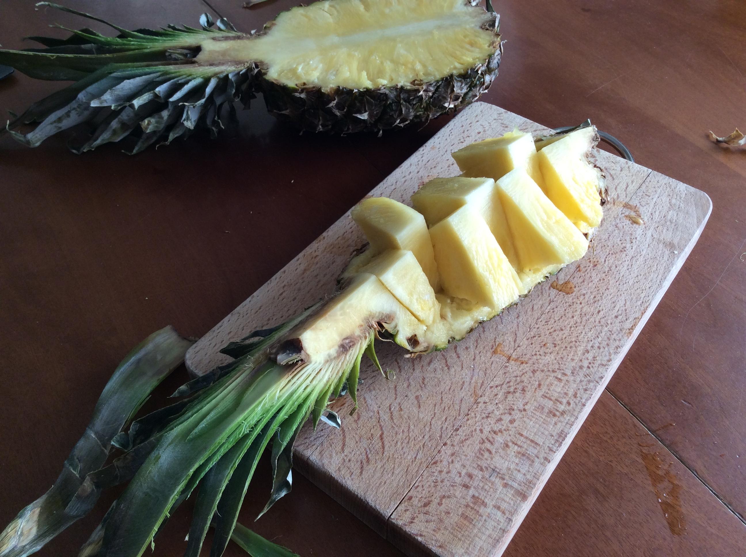 Come sbucciare e tagliare un ananas